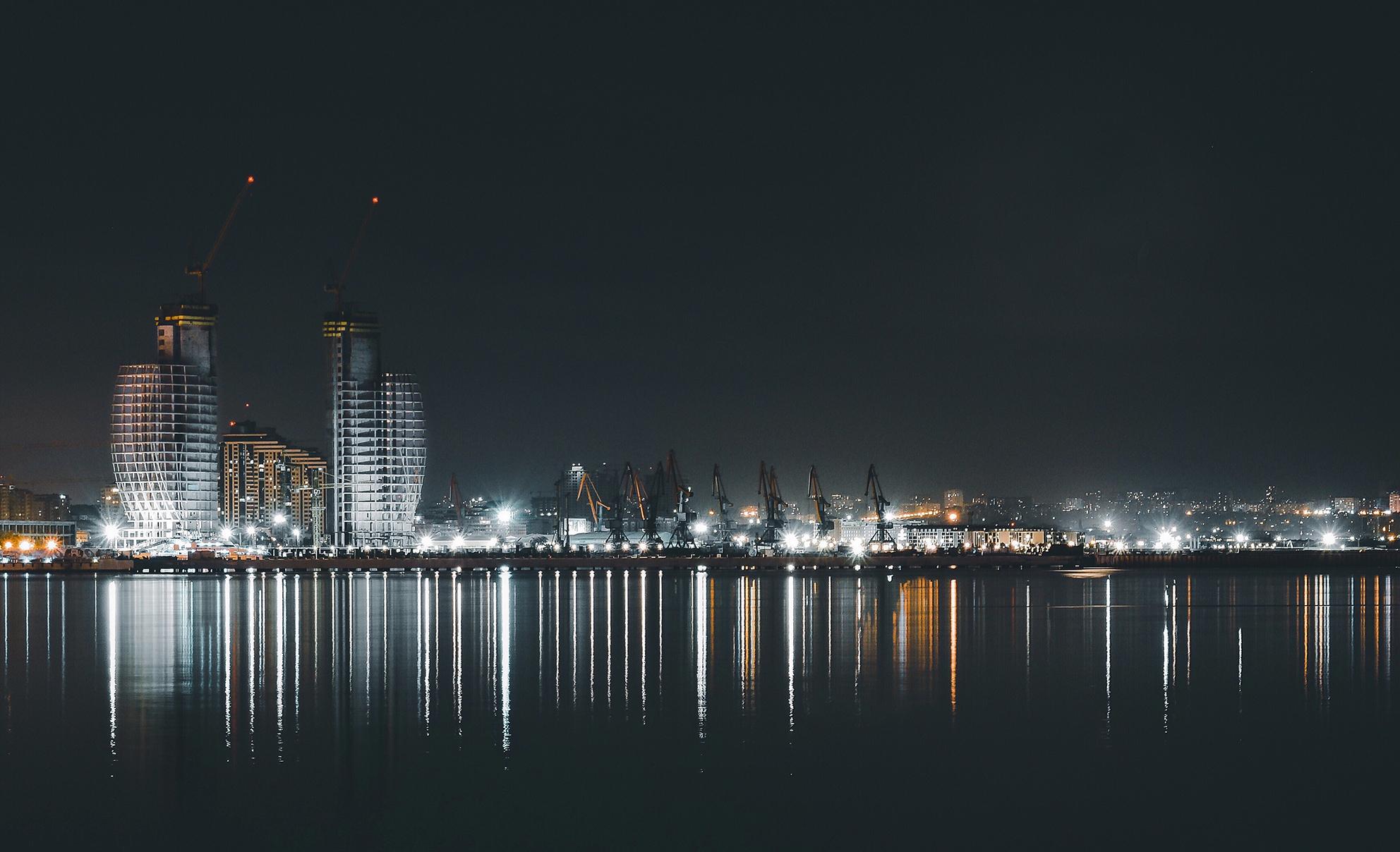 azerbeidzjan baku by night autorijden